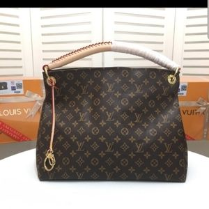 Artsy Louis Vuitton 17 x 11 x 6